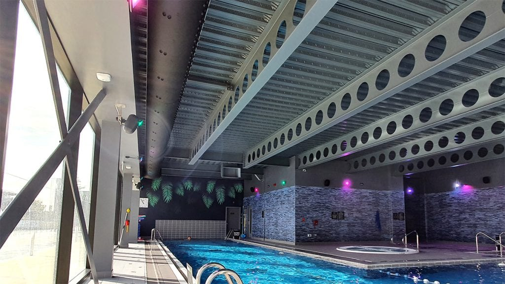Textile ducting with nozzles at a swimming pool